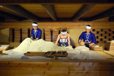 Kết quả hình ảnh cho quá trình lọc rượu sake